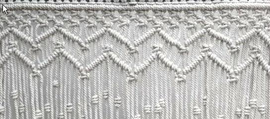 Detalle cortina macramé muestra zig-zag. Macrameart